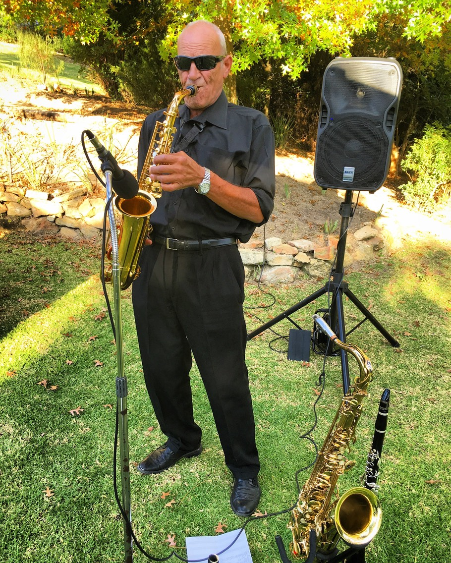 Top wedding saxophonist clarinetist live music entertainment reception cocktails predrinks background music jazz swing latin pop easy listening smooth soul one man band corporate entertainer sax player Cape Town Western Cape South Africa www.topweddingsinger.co.za
